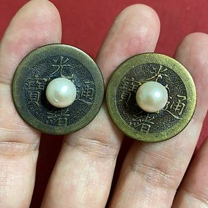 🖤Vintage Chinese coin & pearl clip earrings
